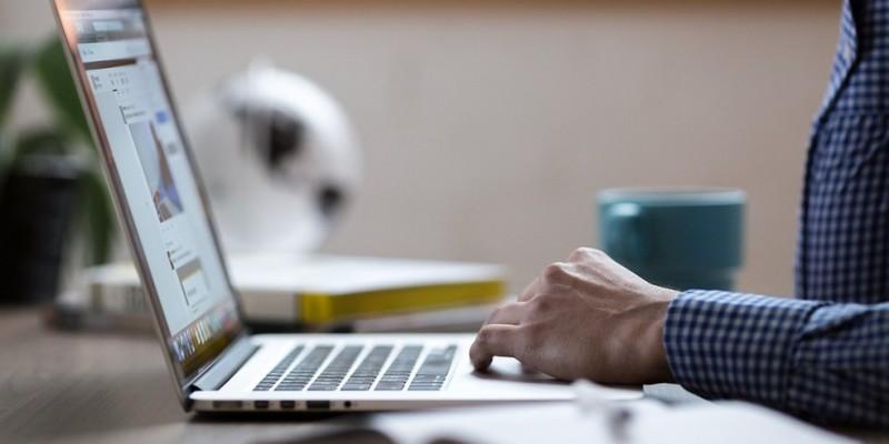 De acordo com o órgão, na página falsa, os criminosos virtuais utilizam  o logotipo oficial da Receita Federal  e  chamam  a  atenção  para  supostas mercadorias apreendidas pela instituição