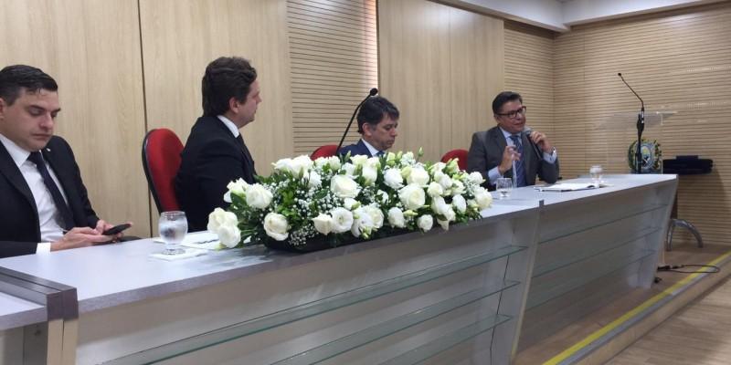 Os debates também exaltaram o Dia do Procurador, comemorado em 20 de agosto.