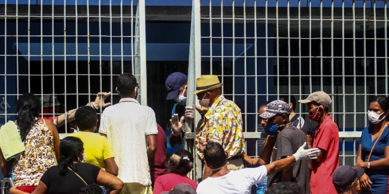 Secretário de Saúde do Recife criticou a falta de planejamento federal para evitar aglomerações nos bancos