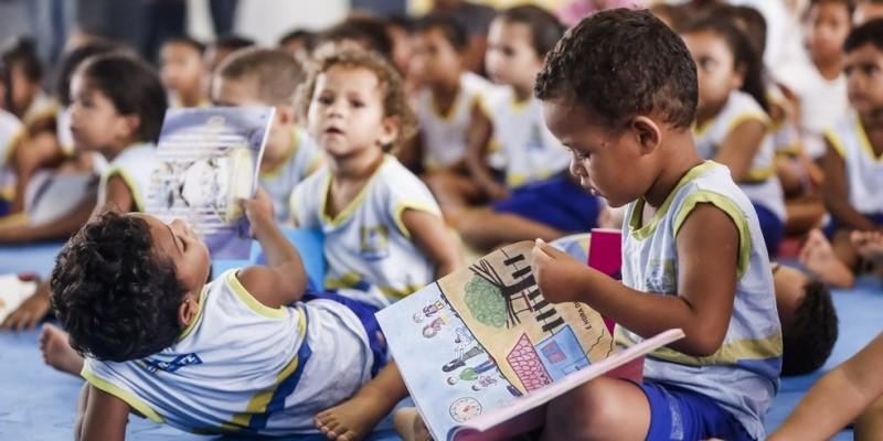 Pesquisas apontam que o investimento na primeira infância traz consequências sociais, cognitivas e emocionais positivas