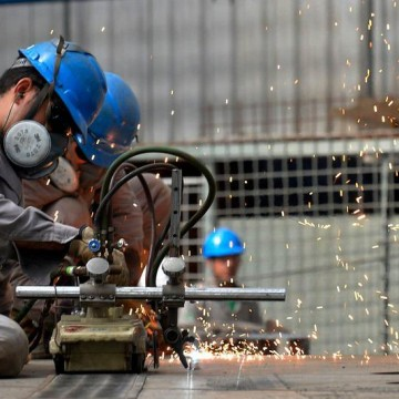 Volume da produção industrial de Pernambuco apresenta leve alta