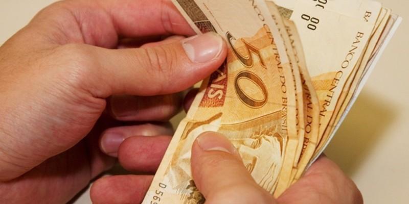 Os mais de 38 mil servidores da administração direta e indireta, além dos aposentados e pensionistas já recebem o salário de novembro nesta sexta-feira, dia 29