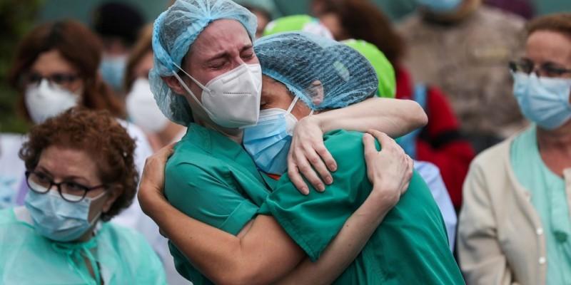 """Diante do esgotamento físico e mental de profissionais de saúde no combate do novo coronavírus, voluntários do setor de saúde se unem e criam o projeto """"Cuidando de Heróis"""""""