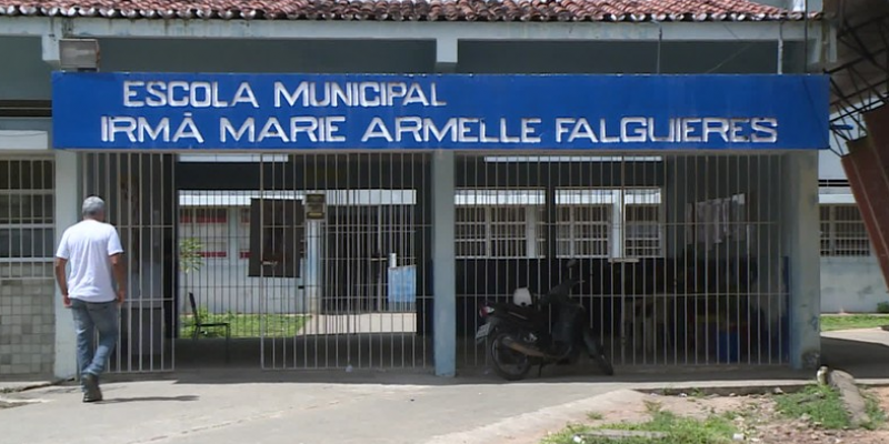 A prefeitura justificou que suspendeu os serviços na quinta por falta de recursos