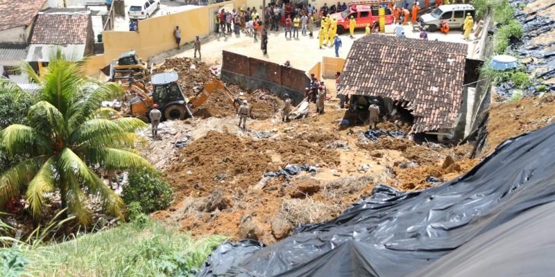 A secretaria estadual de Infraestrutura e Recursos Hídricos, Fernanda Batista, disse que está sendo elaborado um laudo técnico para apurar as causas da tragédia