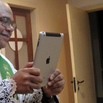 Mesmo após decreto do presidente, religiosos mantém reuniões virtuais