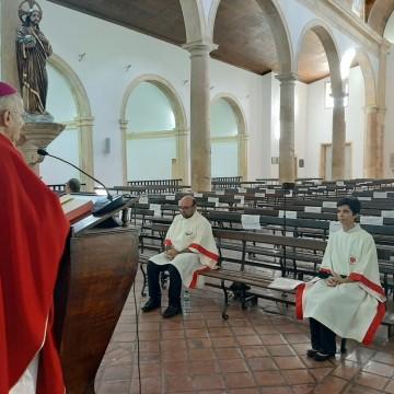 Fiéis celebram Páscoa de forma diferente no Recife por causa da Covid-19