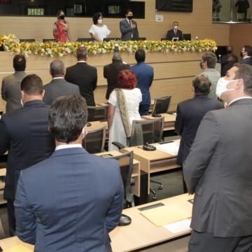 Vereadores eleitos do Recife são empossados