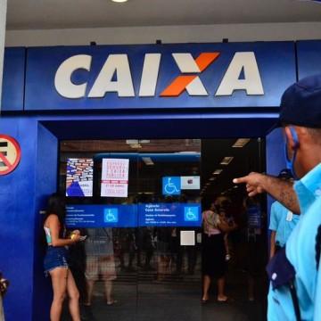 Clientes enfrentam filas e aglomeração no Recife em dia de paralisação de funcionários da Caixa