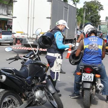 Blitzes orientam mototaxistas na retomada das atividades em Jaboatão dos Guararapes