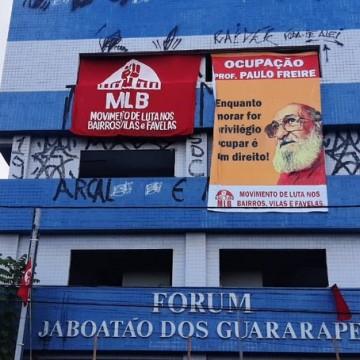Integrantes do Movimento de Luta nos Bairros, Vilas e Favelas ocupam Antigo prédio do Fórum de Jaboatão