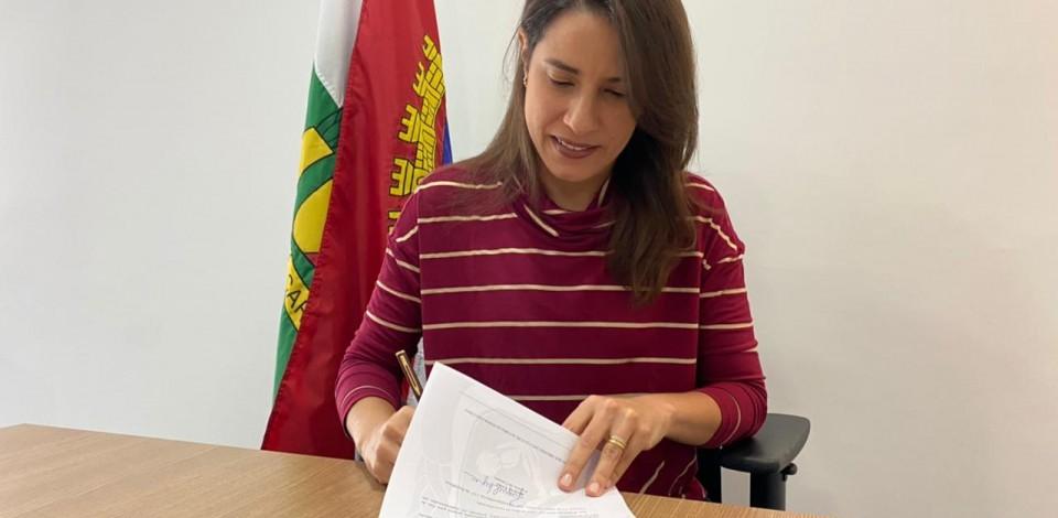Prefeita de Caruaru sanciona lei que autoriza compra de vacinas contra Covid-19