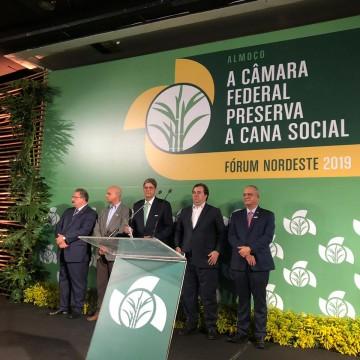 Rodrigo Maia recebe homenagem em encontro com setor sucroalcooleiro em PE