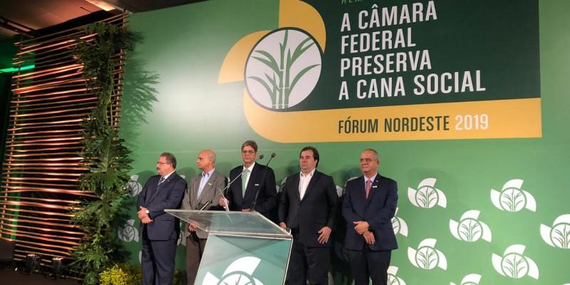 O presidente da Câmara agradeceu a homenagem e ressaltou a importância da união no congresso para fazer o país voltar a crescer