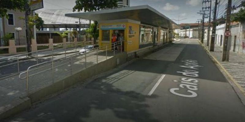 A linha atende quatro linhas do sistema BRT, no Cais do Apolo, no Centro do Recife