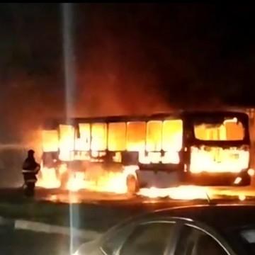 Polícia investiga suspeitos de incêndio em ônibus