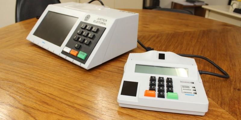 São simuladas transmissões de arquivos de urna dos cartórios eleitorais, a fim de gerar uma carga significativa nos sistemas e, dessa forma, verificar o funcionamento e desempenho
