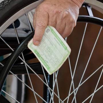 Eleitores com deficiência podem solicitar transferência para seção com acessibilidade