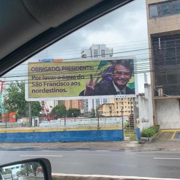 Outdoors apócrifos escondem quem financia ações pró-Bolsonaro no Recife