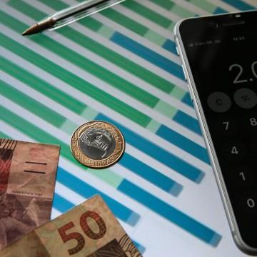 Dólar encosta em R$ 5,45 e fecha no maior valor desde abril