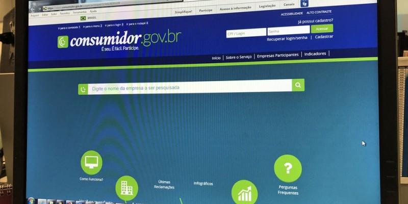 Consumidores podem negociar débitos com bancos via internet