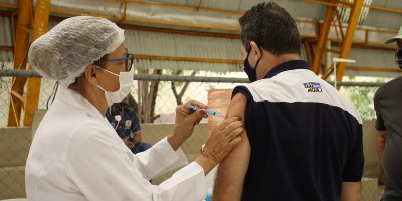 A imunização segue no BateMoura, clube social e recreativo do Grupo Moura