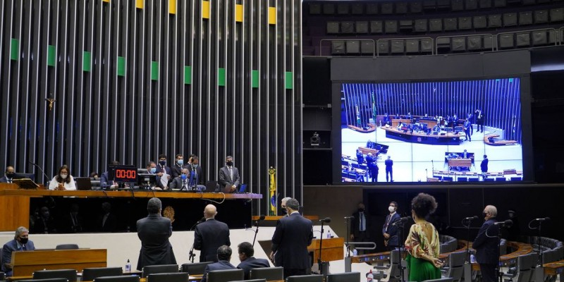 Deputados aprovaram volta das coligações partidárias