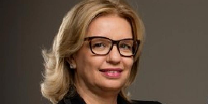 Professora universitária e empresária é a primeira mulher a ser presidente da Associação