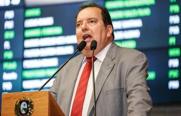 Leão protesta contra assassinato de ex-prefeito de Santa Cruz da Baixa Verde