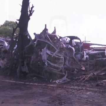Incêndio atinge ferro velho no Recife