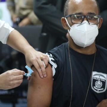 Profissionais da segurança começam a ser vacinados em Pernambuco
