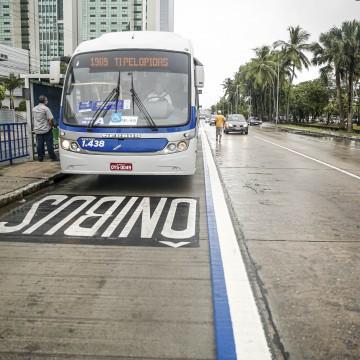 Passageiros aprovam faixa azul da Avenida Agamenon Magalhães
