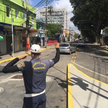 Montagem de estrutura para o carnaval provoca mudanças no trânsito do Recife