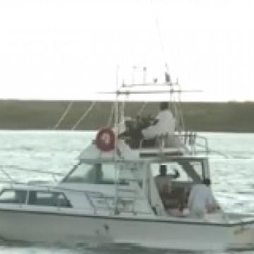 Mergulhadores são resgatados após 13 horas à deriva