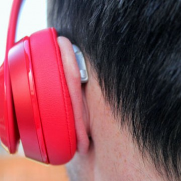 Uso incorreto de fones de ouvido pode causar perda auditiva, alerta otorrinolaringologista