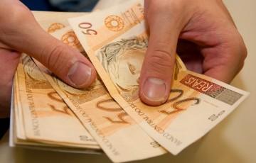 INSS começa a pagar 13º para quem recebe acima do mínimo