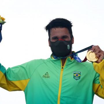 Brasil ganha ouro no surfe e bronze na natação