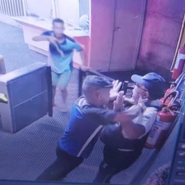 Vigilante tem arma roubada dentro de estação do Metrô do Recife