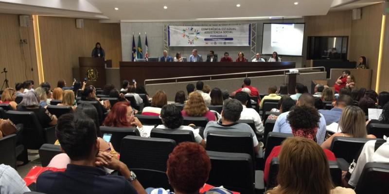 O evento reúne gestores e 16 municípios da região metropolitana do Recife.