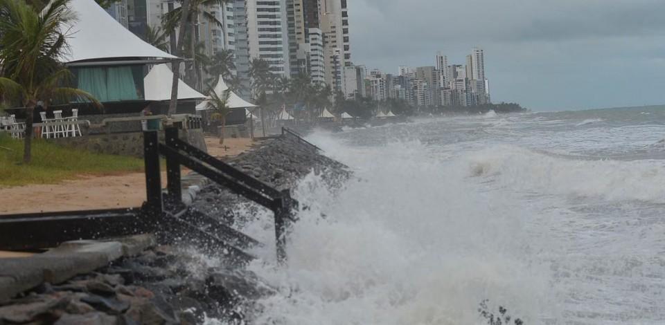 Ondas podem atingir até 2,5 de altura no litoral nordestino