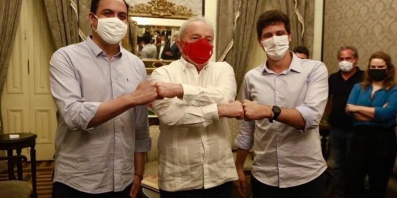 O ex-presidente Lula, que está no Recife, jantou com o governador Paulo Câmara e com o prefeito do Recife, João Campos, no Palácio do Campo das Princesas
