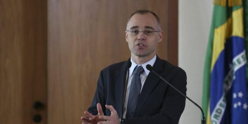 André Mendonça participou de reunião da comissão de juristas encarregada de revisar a legislação sobre o tema