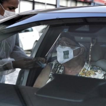 Recife registra queda de óbitos de idosos por covid-19
