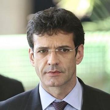 Ministro fica no cargo até segunda, diz Bolsonaro