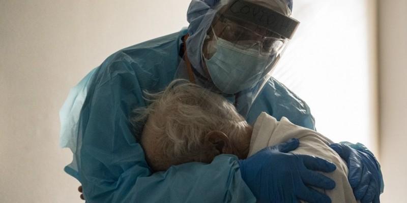 A melhora foi percebida simultaneamente com a vacinação deste grupo da população. Em um mês a redução chegou a 25%. Em contrapartida, houve aumento de doentes nas demais faixas etárias