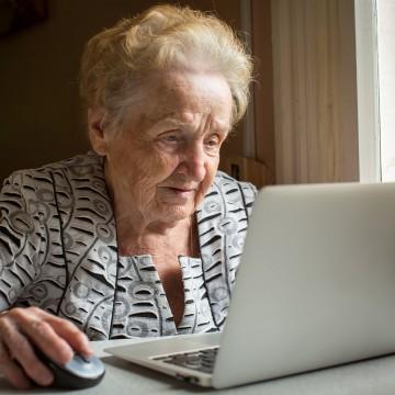 Uso da Internet no Brasil chegou a 81% da população entre 2020 e 2021, e 50% dos idosos estão conectados