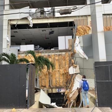 Chuva e ventania na madrugada desta quinta-feira (20) causam transtornos no Grande Recife