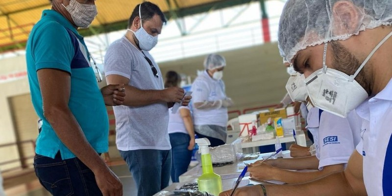 Já está em vigor, na cidade do Recife, o decreto municipal, que recomenda às empresas e empregadores a liberação dos funcionários no turno em que haja agendamento para imunização contra a covid-19