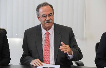 Secretário representa governador na posse do bispo de Caruaru