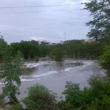 Época de chuvas intensas deixa população ribeirinha preocupada